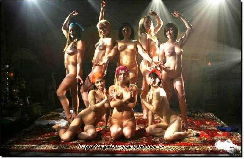 танцуют голые девушки фото